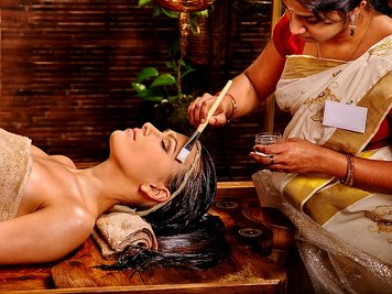 Keraleeyam Boutique Lakeside Ayurveda 13 Nights / 14 Days Beauty Care Package