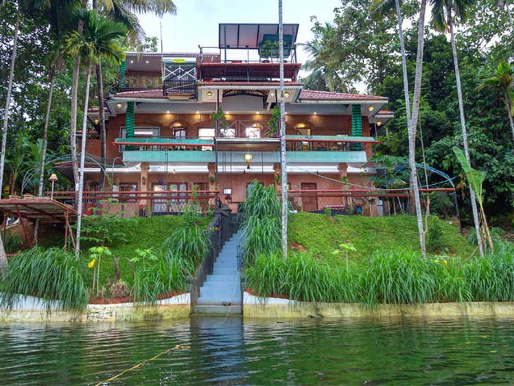 Munkudil Ayurveda & Yoga Retreat Ernakulam India 10