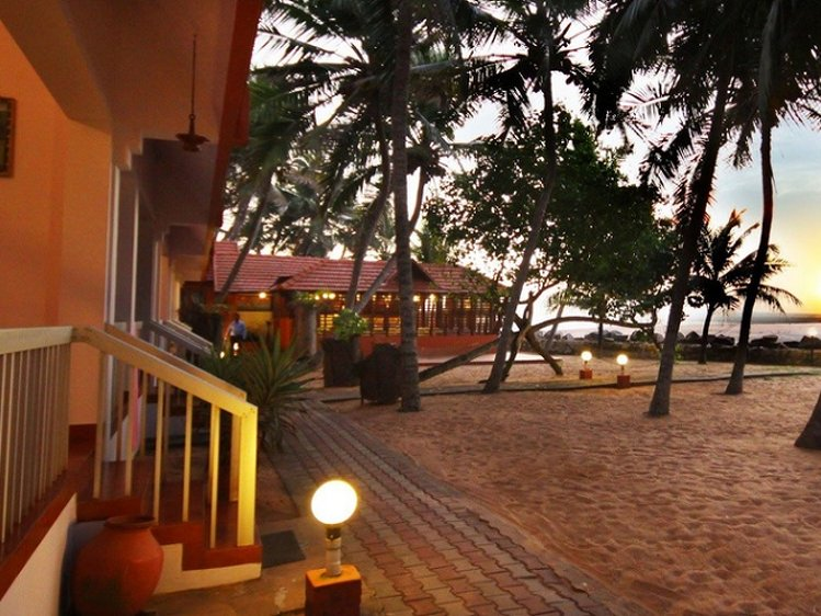 Beach and Lake Ayurvedic Resort Thiruvananthapuram India 10