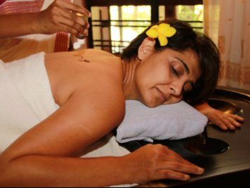 Dhathri Water Front Treatment Center  13 Nights / 14Days Relaxation