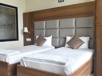 Shiva Shakti Yoga Luxury - Double Bed Shared Accomodation