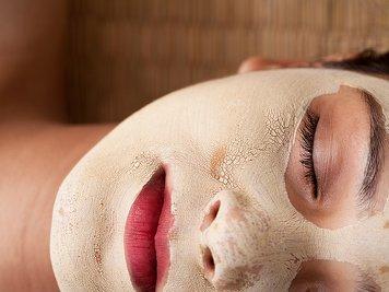 Niraamaya Retreats Cardamom Club Ayurveda Skin Care Program
