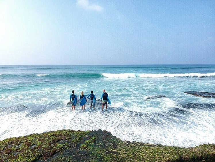The Surfer Surf Camp Moderate Surf Guiding Package 1